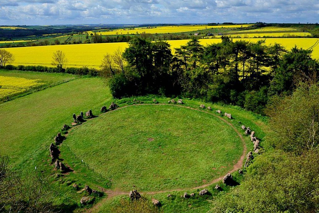 Rollright Stones | A stone circle in Oxfordshire |Rollright Stones Oxfordshire